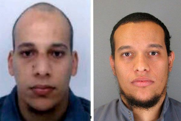 Cherif Kouachi, gauche, et Said Kouachi.... (ASSOCIATED PRESS)
