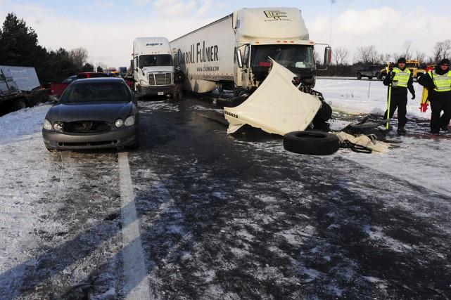 Un homme d'Ottawa est décédé sur une autoroute du Michigan, vendredi en début... (AP Photo/The Ann Arbor News, Nicole Hester)
