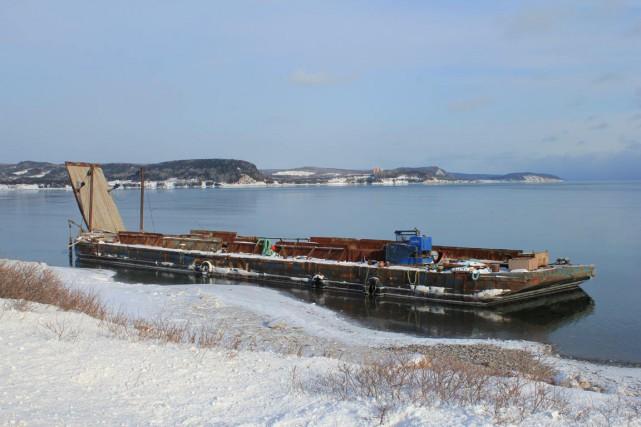 La barge Oka 15... (Photo collaboration spéciale Gilles Gagné)