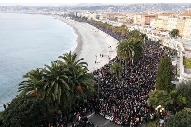 À Nice, au moins 23000 manifestants étaient comptabilisés.... (PHOTO VALERY HACHE, AFP)