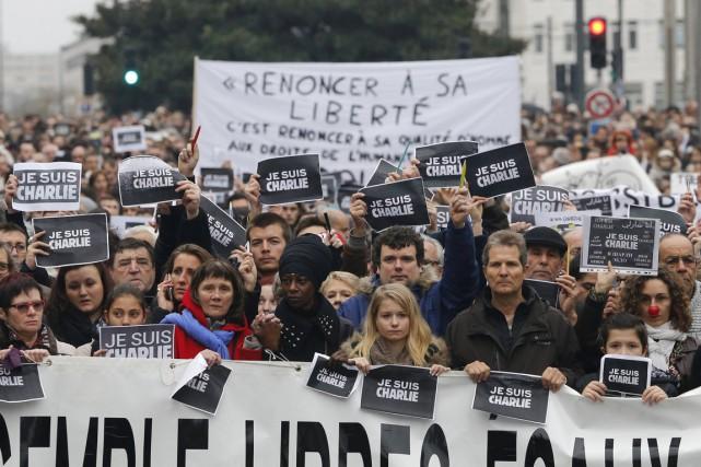 À Nantes, ils étaient au moins 30000 personnes... (PHOTO STEPHANE MAHE, REUTERS)