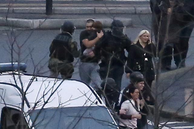 Après l'assaut des troupes d'élite de la police... (PHOTO THOMAS SAMSON, AFP)