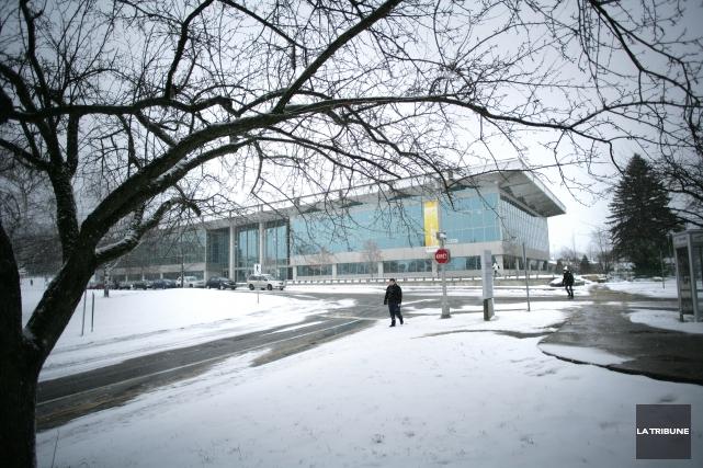 L'Université de Sherbrooke ferait-elle preuve «de deux poids, deux mesures»... (Archives, La Tribune)