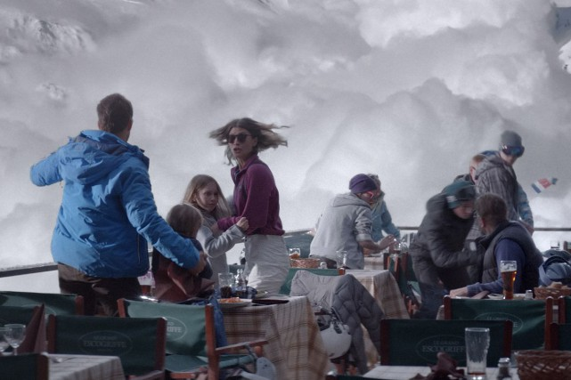 La réaction d'un couple devant une avalanche menaçante... (Photo fournie par EyeSteelFilm)