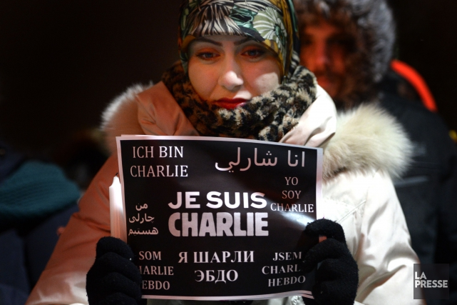 Une femme musulmane participe à la veillée à... (PHOTO BERNARD BRAULT, LA PRESSE)