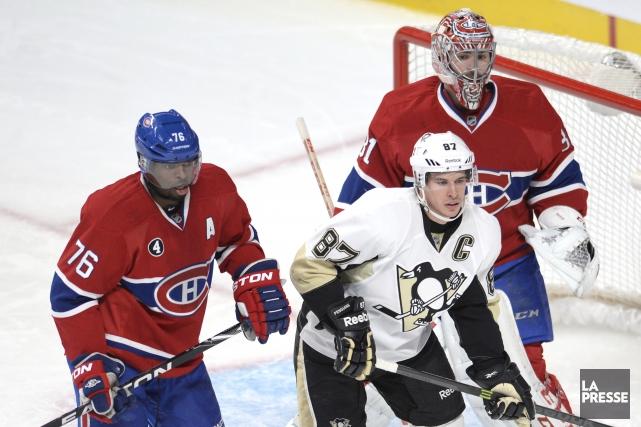 P.K Subban surveille Sidney Crosby devant son gardien... (Photo Bernard Brault, La Presse)