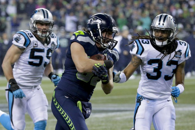 De gauche à droite: Luke Kuechly, Luke Willson... (Photo Ted S. Warren, AP)