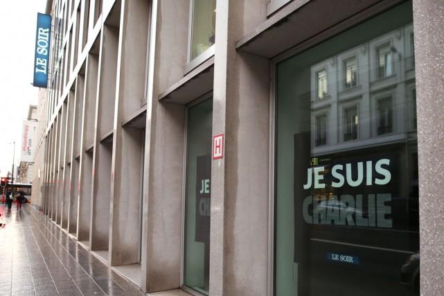 Comme d'autres quotidiens belges, Le Soir avait republié... (PHOTO NICOLAS MAETERLINCK, AFP)