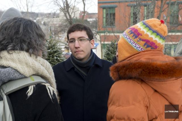 Le député Pierre-Luc Dusseault, lors de la manifestation... (IMACOM, Julien Chamberland)