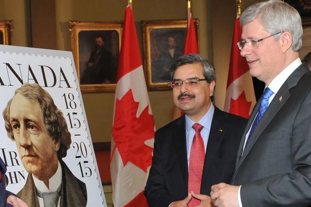 Harper a salué la vision de John A.... (Photo Denis Drever, PC)