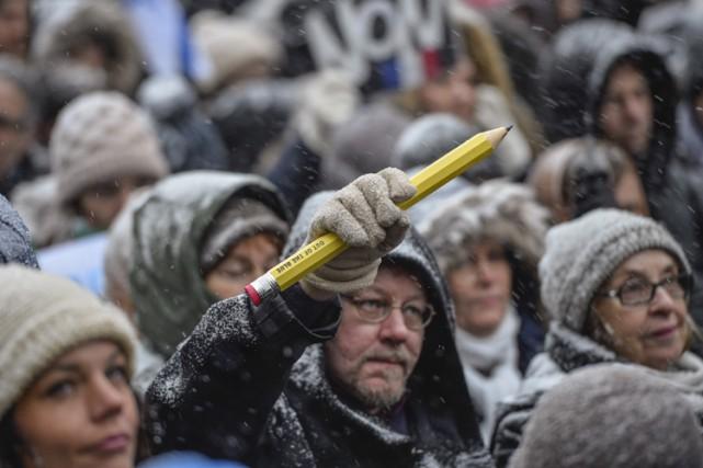 À Stockholm, 3000 personnes ont bravé la neige... (Photo: AP)