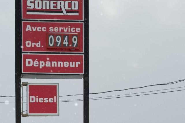 L'essence a encore baissé de deux sous hier... ((Photo Frédéric Cantin))