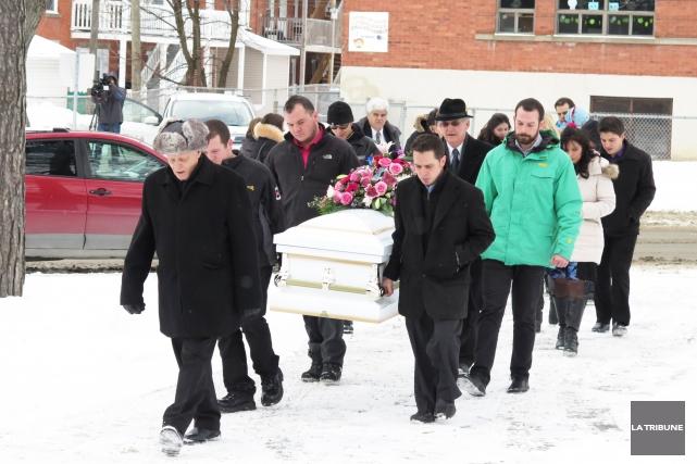 Un petit cercueil blanc comme celui qui se... (Imacom, René Marquis)