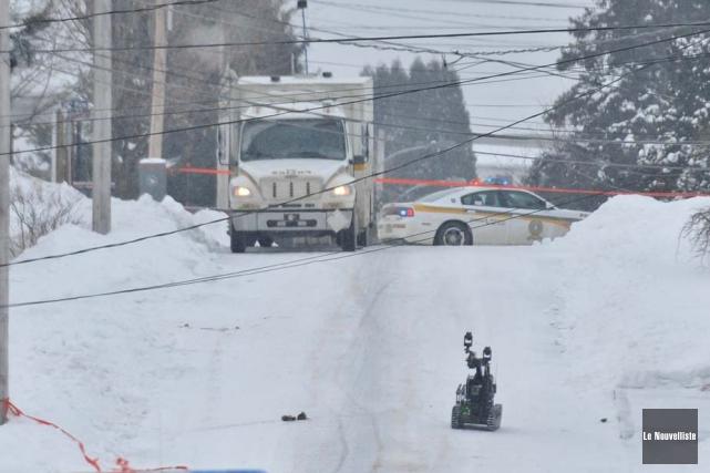Les artificiers de la Sûreté du Québec ont... (Photo: Émilie O'Connor, Le Nouvelliste)