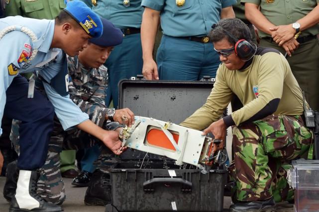 L'enregistreur de vol a été remonté à la... (PHOTO ADEK BERRY, REUTERS)