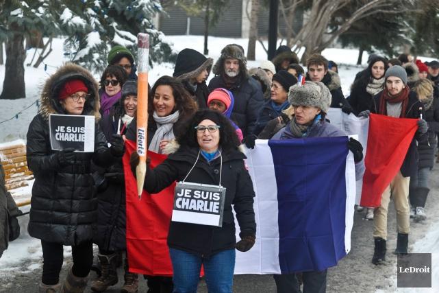 Dimanche, en protestation contre ces massacres de Charlie Hebdo et en appui à... (MARTIN ROY, Archives LeDroit)