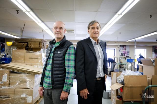 Michel Benoit, vice-président marketing, et Joe Bichai, vice-président... (PHOTO MARCO CAMPANOZZI, LA PRESSE)
