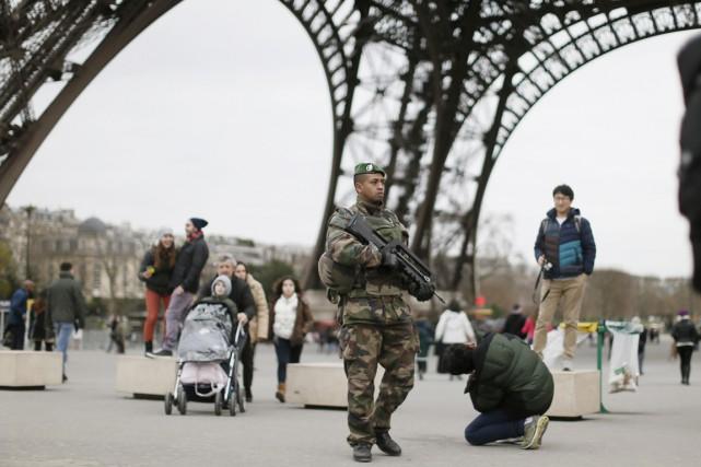 Sur ordre du président François Hollande, 10000 soldats... (PHOTO GONZALO FUENTES, REUTERS)