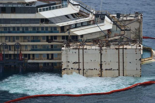 2012 - Naufrage du paquebot Costa Concordia, qui a fait 32 morts à proximité de... (Photo Vicenzo Piento, agence france-presse)