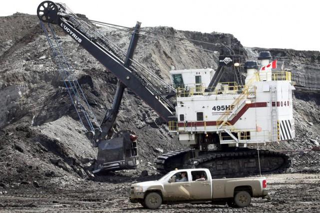 Cette décision touchera surtout le projet de sables... (Photo Jeff McIntosh, Archives La Presse Canadienne)