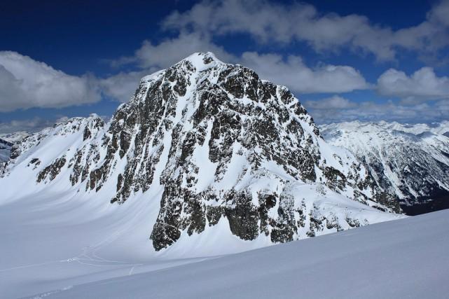 Les alpinistes montaient le mont Joffre (ci-dessus).... (Photo PC)