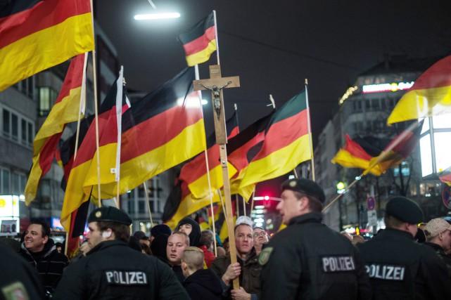 Surfant sur les attentats de Paris, le mouvement anti-islam allemand a réuni... (Photo AP)