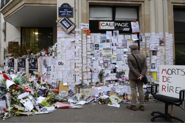 Un mémorial a été érigé près des locaux... (Archives AFP)