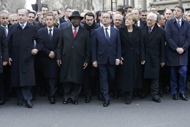 L'ancien président français Nicolas Sarkozy (deuxième en partant... (PHOTO PHILIPPE WOJAZER, REUTERS)