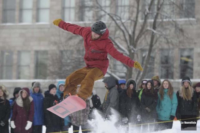 Le parc à neige permet aux jeunes de... (Photo: Sylvain Mayer, Le Nouvelliste)