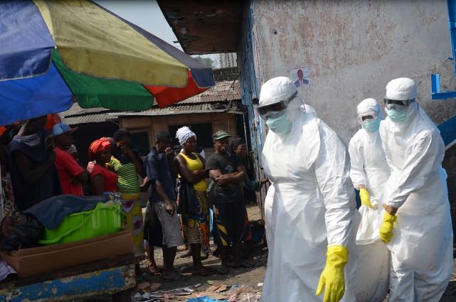 L'épidémie d'Ebola en Afrique de l'Ouest est la... (Photo ZOOM DOSSO, AFP)