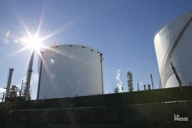 Suncor Énergie (T.SU) a annoncé mardi qu'elle réduirait son... (PHOTO HUGO-SEBASTIEN AUBERT, LA PRESSE)