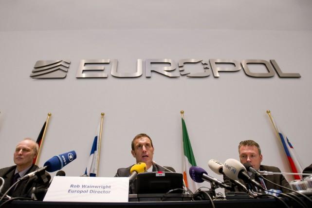 Pour le chef d'EuropolRobWainwright (au centre), «le problème... (Archives AFP)