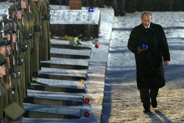 Vladimir Poutine a participé aux cérémonies du 60e... (Archives Reuters)