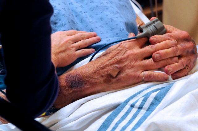 La mort induite par l'État par euthanasie ou par suicide assisté signifie la...
