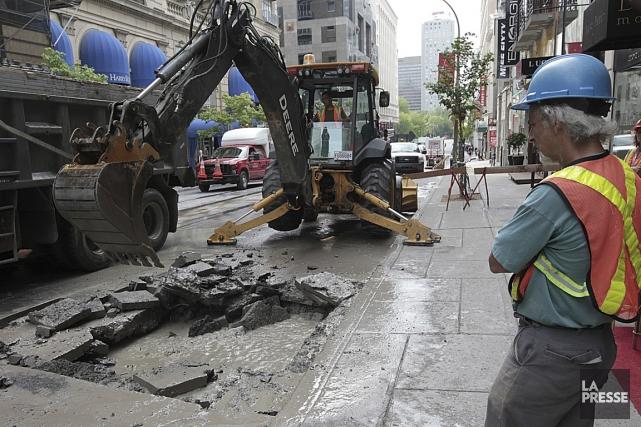 En 2012, le bris d'une conduite d'eau sous... (PHOTO PATRICK SANFAÇON, ARCHIVES LA PRESSE)