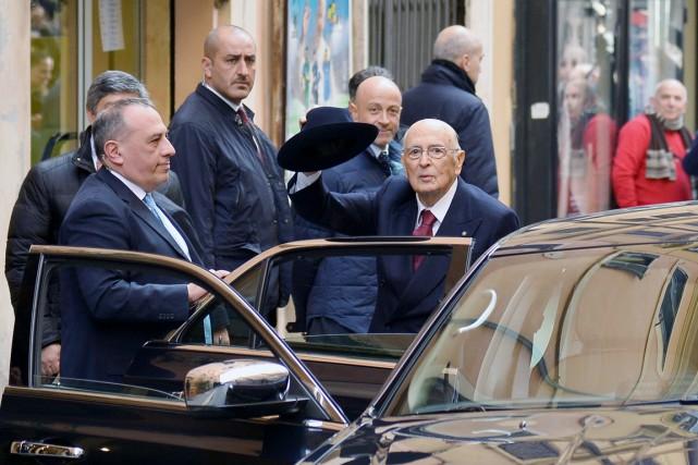 Giorgio Napolitano, élu en 2006 et très respecté... (PHOTO ALBERTO PIZZOLI, AFP)
