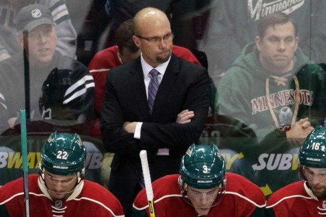 Mike Yeo, du Wild du Minnesota, est le... (Photo Jim Mone, AP)