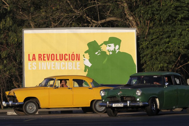 Les routes cubaines sont toujours dominées par les... (Photo archives Reuters)