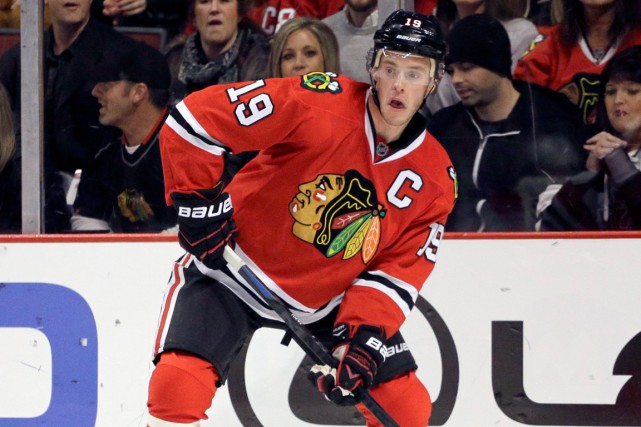 Jonathan Toews sera l'un des deux capitaines au match... (Photo Nam Y. Huh, AP)
