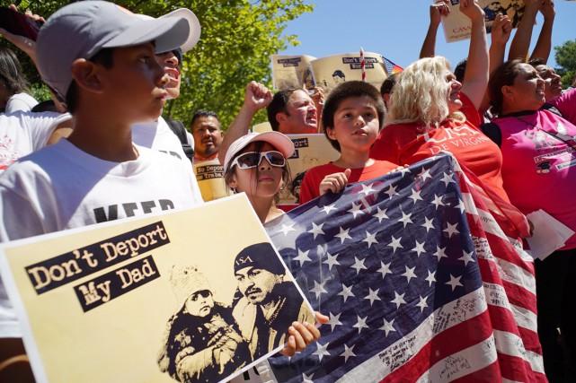 Environ 11,3 millions de clandestins vivaient aux États-Unis... (PHOTO MANDEL NGAN, ARCHIVES AFP)