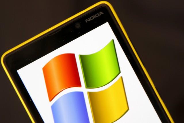 Les deux appareils Lumia seront fabriqués par Nokia,... (Photo DADO RUVIC, Archives Reuters)