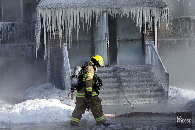 L'incendie aurait été causé parun chaudron oublié sur... (Photo Patrick Sanfaçon, La Presse)