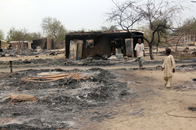 Boko Haram rase des villages entiers au Nigeria... (Photo archives AFP)
