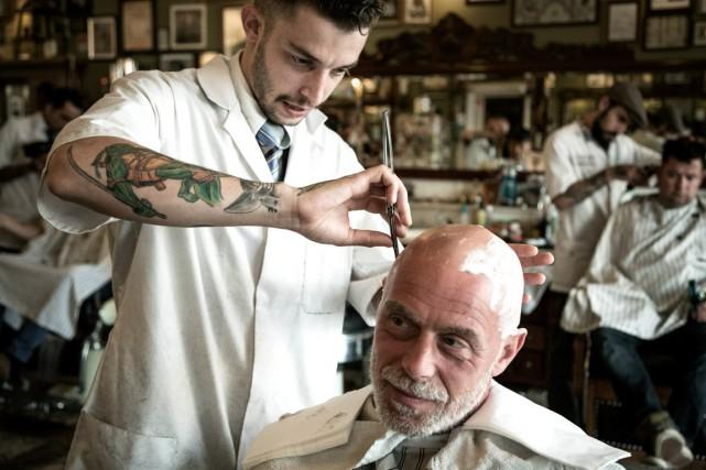Affichant tatouages et barbe stylisée, les barbiers néerlandais... (Photo fournie par Reuzel)