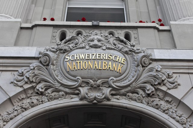 «La Banque Nationale Suisse a choqué les investisseurs»,... (Photo archives AFP)