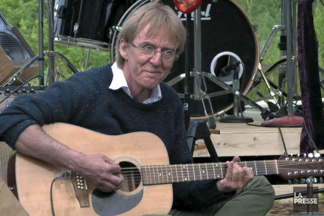 L'animateur bénévole de CKRL Denis Barilétait aussi guitariste... (Photo Michel Simard)