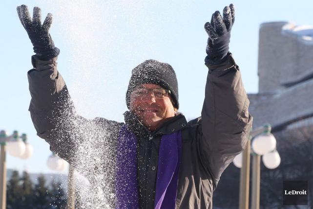 C'est sous un froid mordant que le directeur... (Patrick Woodbury, LeDroit)