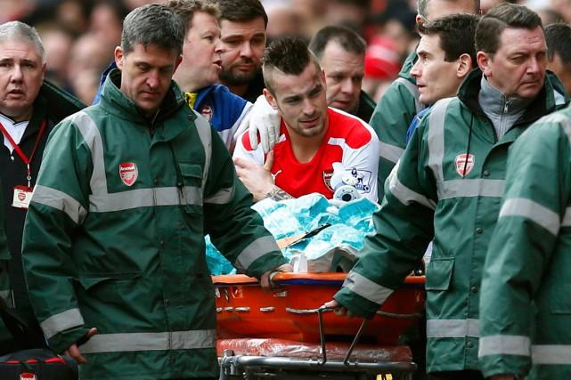 MathieuDebuchy (au centre) s'est déboîté l'épaule droite durant... (Photo Eddie Keogh, Reuters)
