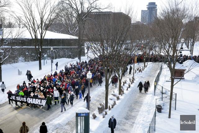 À Québec, 2000 personnes ont participé dimanche à... (Le Soleil, Jean-Marie Villeneuve)