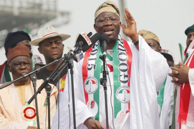 Le président Goodluck Jonathan, très critiqué pour n'avoir... (PHOTO AKINTUNDE AKINLEYE, ARCHIVES REUTERS)
